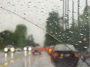 вождение авто в дождь